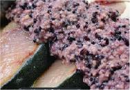 富山県産黒米の麹に漬け込む